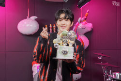 배우 이준기, 팬들과 함께한 특별한 생일 파티