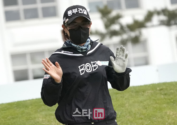 박주영 '장갑에 보이는 열혈훈련'