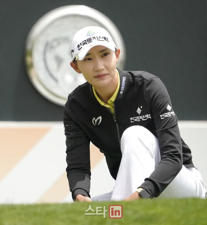 장타자 김민선 '신발끈 다시 메고'