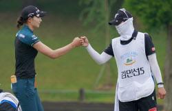 [포토]김민선 '10m 버디 성공 파이팅'