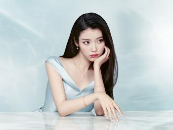 아이유, 화보 공개 '우아한 자태'