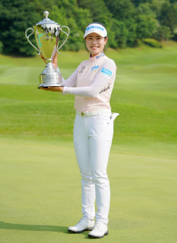 [포토]박민지 '시즌 4번째 우승 트로피입니다'