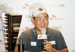 [포토] 김주형 '상금랭킹도 1위로 올라섰어요'