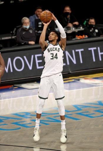 아데토쿤보, 3시즌 연속 올-NBA 퍼스트 팀 선정…제임스는 세컨드 팀