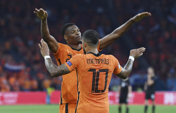 '2연승' 네덜란드, 13년 만에 유로 16강 진출...벨기에도 조별리그 통과