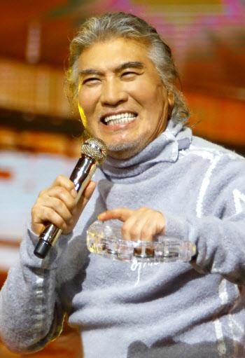 """""""테스형 이즈 백""""… 나훈아 콘서트, 7월 대구서 팡파르"""