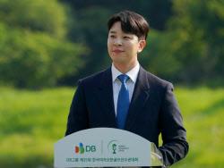 [포토]안현준 아나운서 '박민지 우승 축하해요'