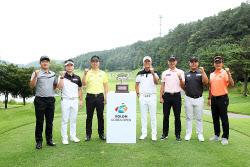 [포토] 남자 골프 최고 권위 한국오픈 트로피는 누구 품에?