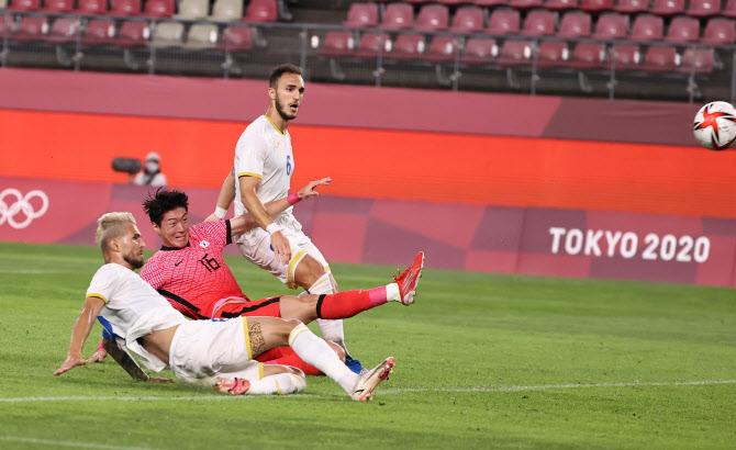 한국, 루마니아 자책골로 1-0 앞선 채 전반 마감