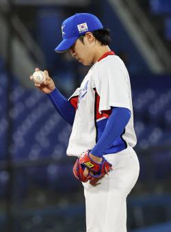 [도쿄올림픽]야구대표팀 선발 원태인, 홈런 맞고 2실점 강판