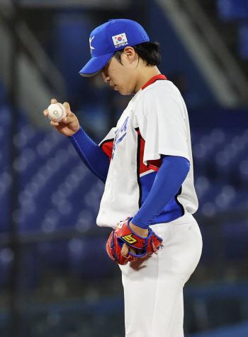 야구대표팀 선발 원태인, 홈런 맞고 2실점 강판