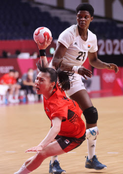 [도쿄올림픽]한국 女핸드볼, 앙골라와 극적 무승부...8강행 희망