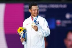 도쿄올림픽 금메달리스트 쇼플리, PGA 투어 대회장에서 자랑