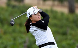 고진영, LPGA 투어 복귀전에서 우승..시즌 2승째(1보)