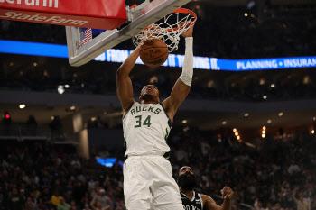 밀워키, NBA 새 시즌 개막전서 브루클린 제압