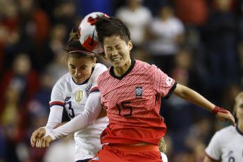 한국 여자축구, '홈 22연승' 달리던 최강 미국과 무승부 선전