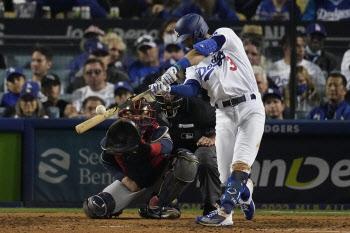 '슈퍼유틸리티' 테일러, 3홈런 6타점 폭발...다저스, 벼랑 끝 반격
