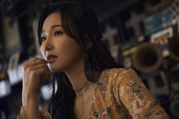 """'중년의 아이유' 강지민 """"32만 구독자 끌어모은 비결요?"""" [인터뷰]"""