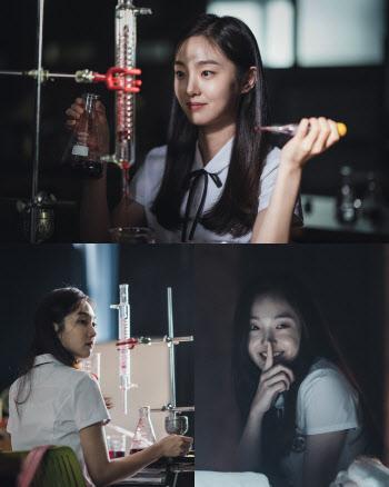 '구경이' 김혜준, 의미심장한 미소에 숨겨진 섬뜩함?…미스터리 존재감