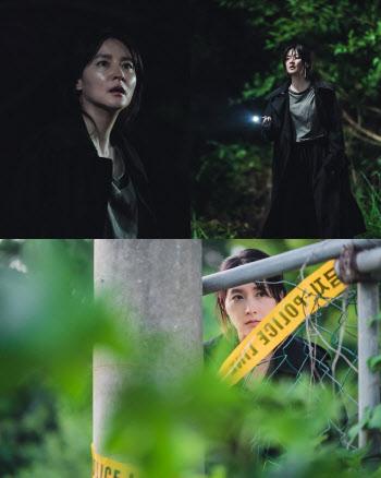 '구경이' 이영애, 한밤 중 목격한 충격적 장면은?