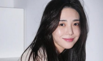 "AOA 출신 권민아, 故 설리 향한 그리움 ""보고싶다"""
