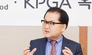 인사말하는 김영진 대표