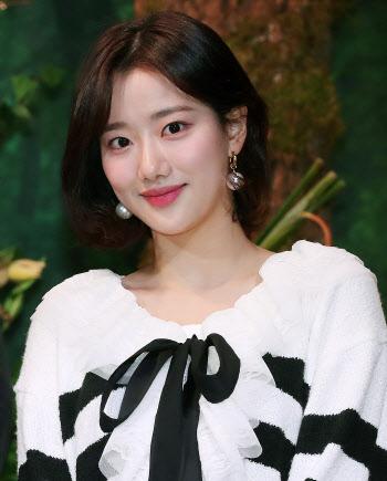 """에이프릴 이나은 측, 고영욱 발언 합성 게시물 """"고소 진행"""""""