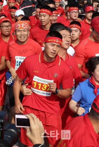 `마라톤 대회 참석` 현빈 `늠름한 해병!`
