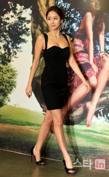 전혜빈 `블랙 미니 드레스 자태`