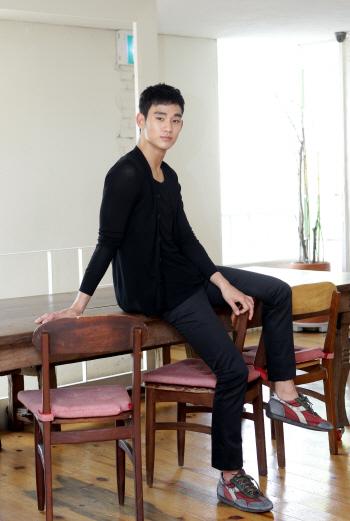 김수현 ''시크한 표정''
