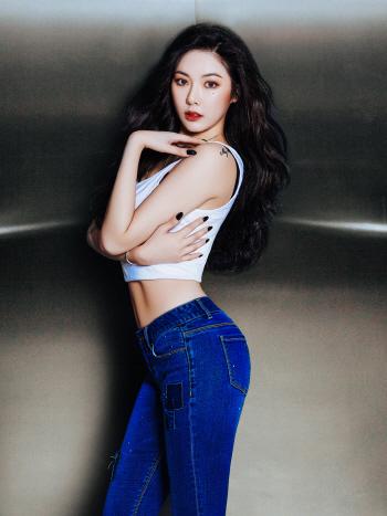 포미닛 현아, 11자 복근+대문자 S라인