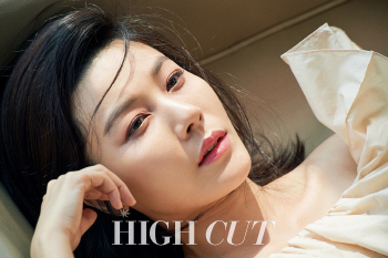김하늘, 몽환적 표정