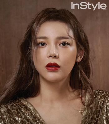 '뷰티 아이콘' 박시연, 강렬한 레드립의 유혹