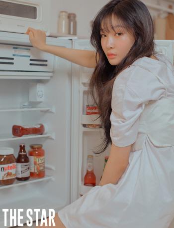 솔로퀸 청하, '반전매력' 패션 화보 공개