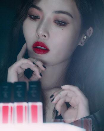 현아, 강렬한 '레드 립'