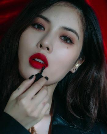 """현아, 레드 립 뷰티 필름 공개…""""역시 현아"""""""