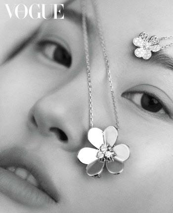 선미, 자연스러운 흑백 화보