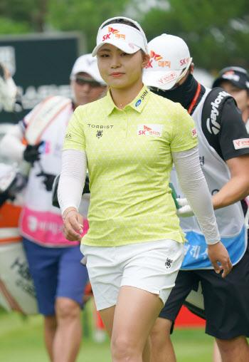 김지영 '긴장없는 미소로 이동해요'