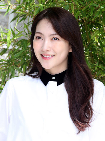 강지영, 러블리한 미소