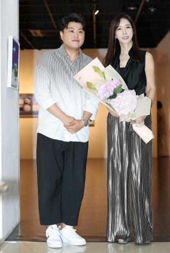 김호중 '김혜진 개인전 축하하러 왔어요'