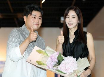 김호중 '김혜진 선배 개인전 보러 오세요!'
