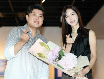 김호중 '김혜진 개인전 보러 왔어요'