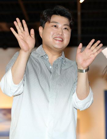 '트바로티' 김호중 '달콤한 손인사'