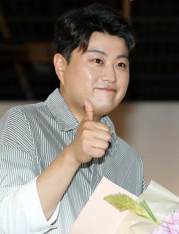 김호중 '트바로티의 엄지 척!'