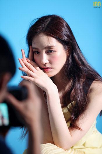김유미, 화보 비하인드 컷도 '완벽해'
