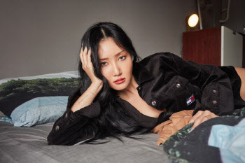마마무 화사, 화보 공개 '매혹적 눈빛'