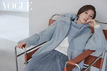 김희애, 가을 화보 '우아한 자태'