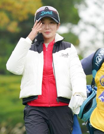 안소현 '귀여운 미소로 출발'