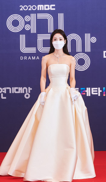 'MBC 연기대상' 남규리, 인형 자태